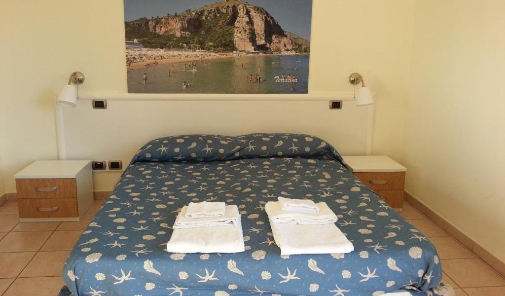 Quadruple-Room-with-Sea-View-min