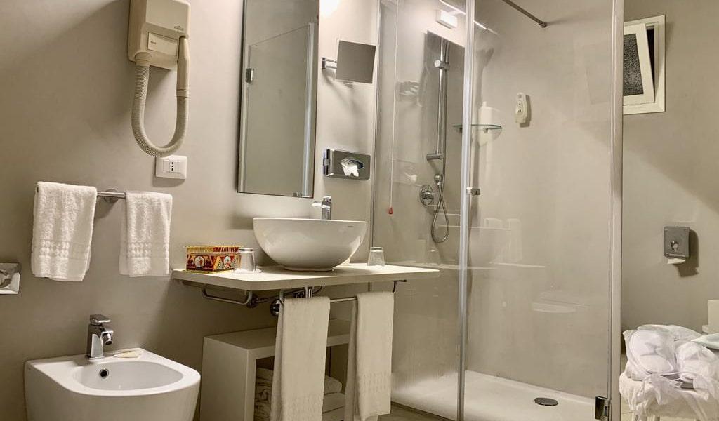 Standard-Double-or-Twin-Room-6-min