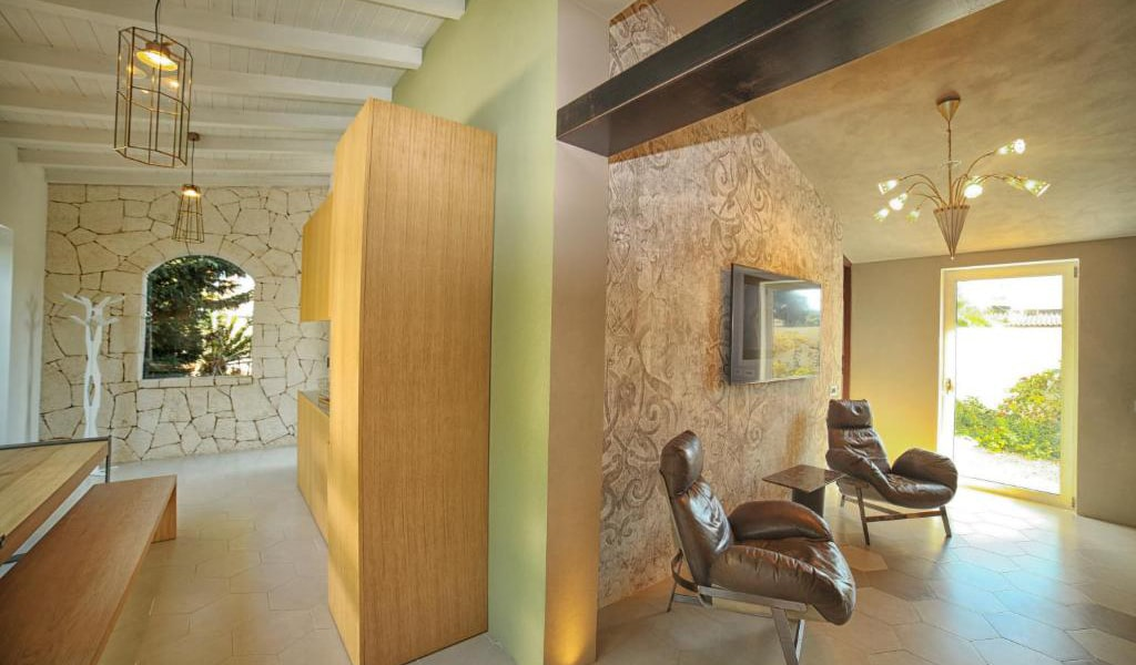 Suite-with-Private-Pool-4-min