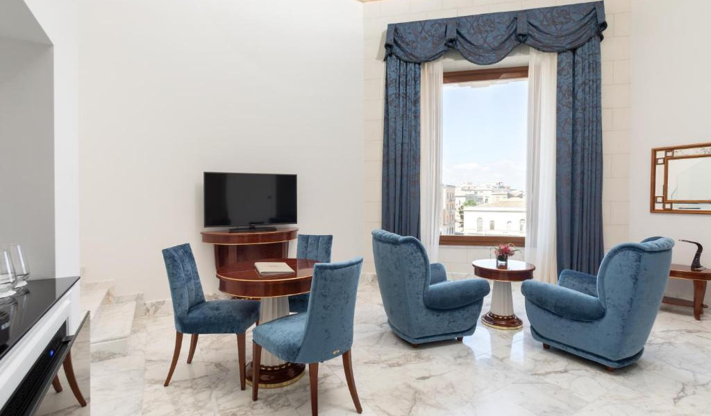 Suite-with-Sea-View---Split-Level-2-min