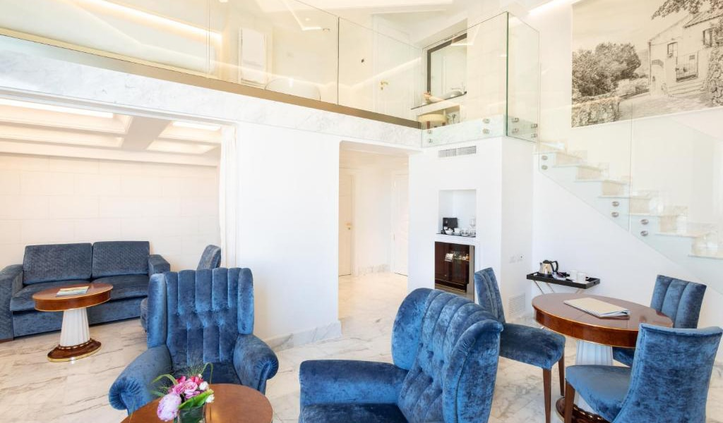 Suite-with-Sea-View---Split-Level-min