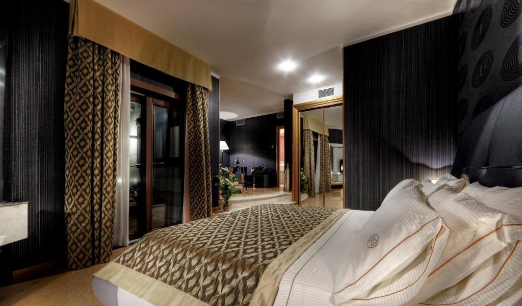 Suite-with-Sea-View-min