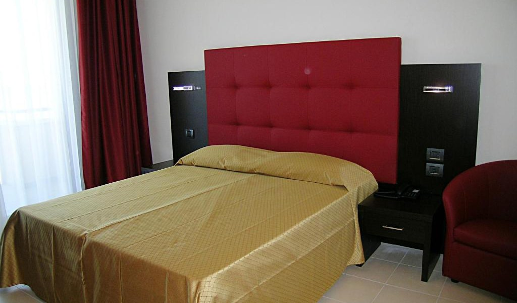 Superior-Double-Room-with-Sea-View-and-Spa-Access-3-min