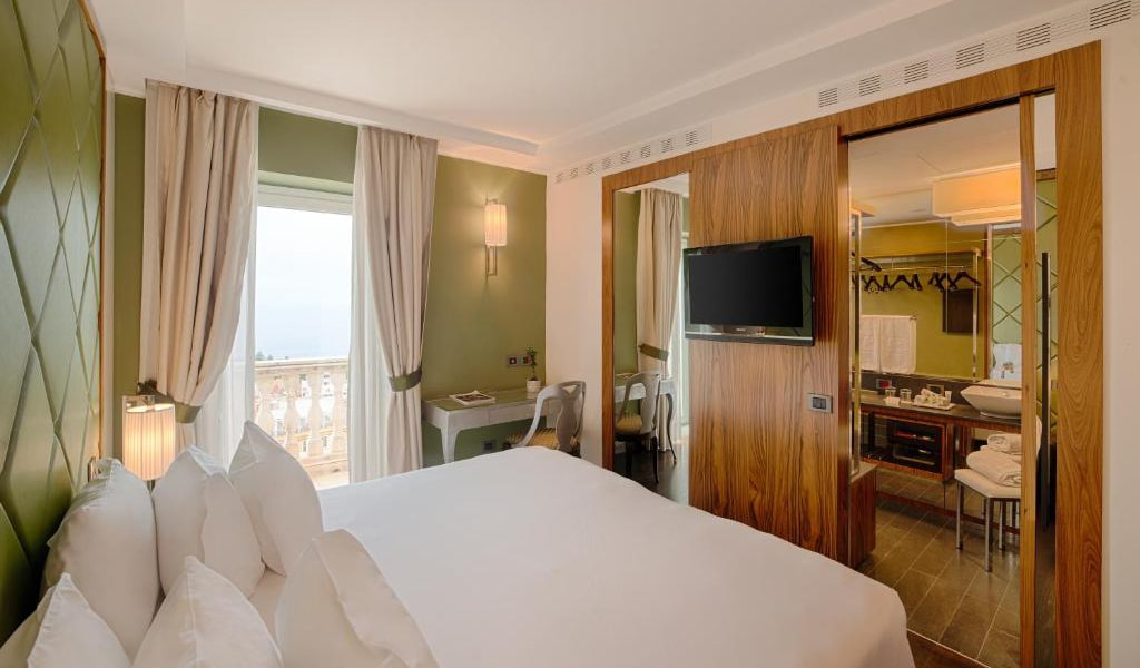 Superior-Double-or-Twin-Room-with-View-2-min