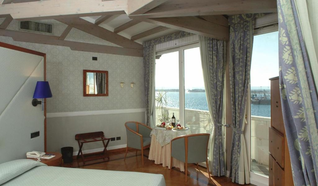 Superior-Double-with-Sea-View-and-Balcony-3-min
