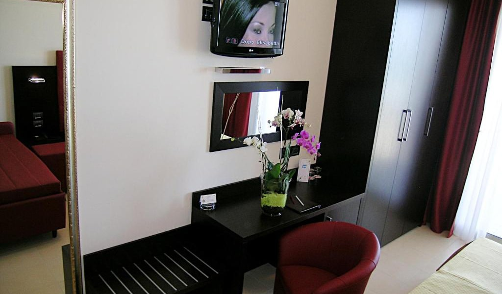 Superior-Triple-Room-with-Spa-Access-5-min