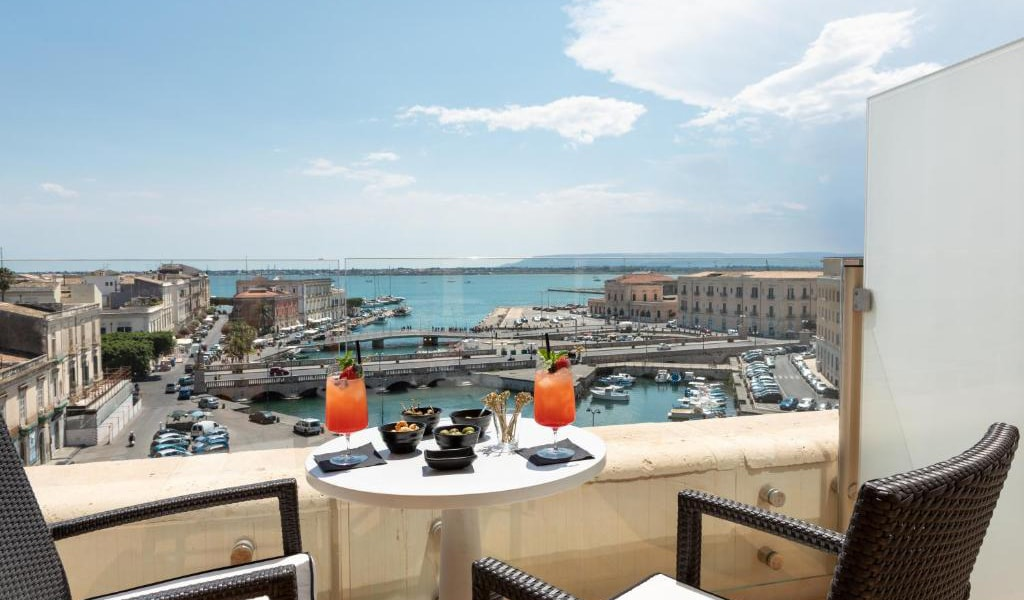 Tower-Suite-with-Sea-View---Split-Level-10-min