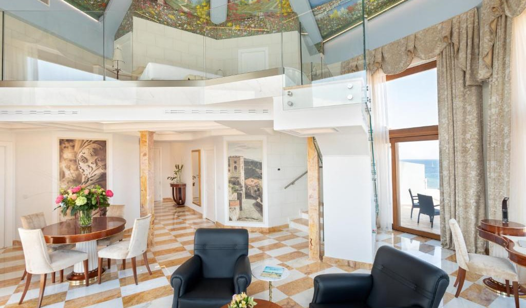 Tower-Suite-with-Sea-View---Split-Level-2-min