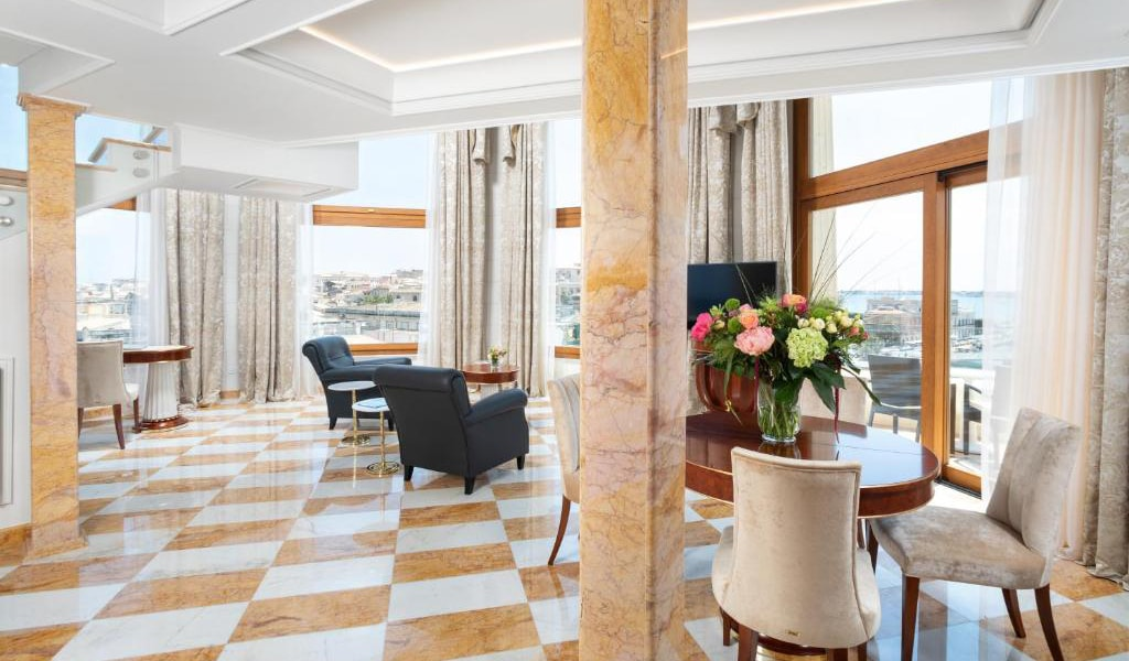 Tower-Suite-with-Sea-View---Split-Level-3-min