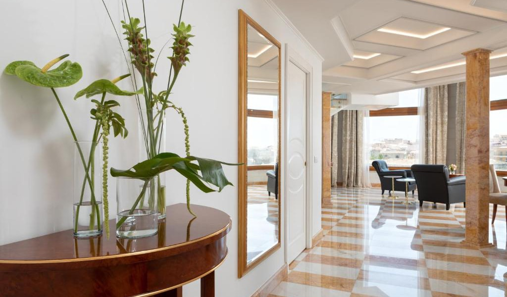 Tower-Suite-with-Sea-View---Split-Level-min