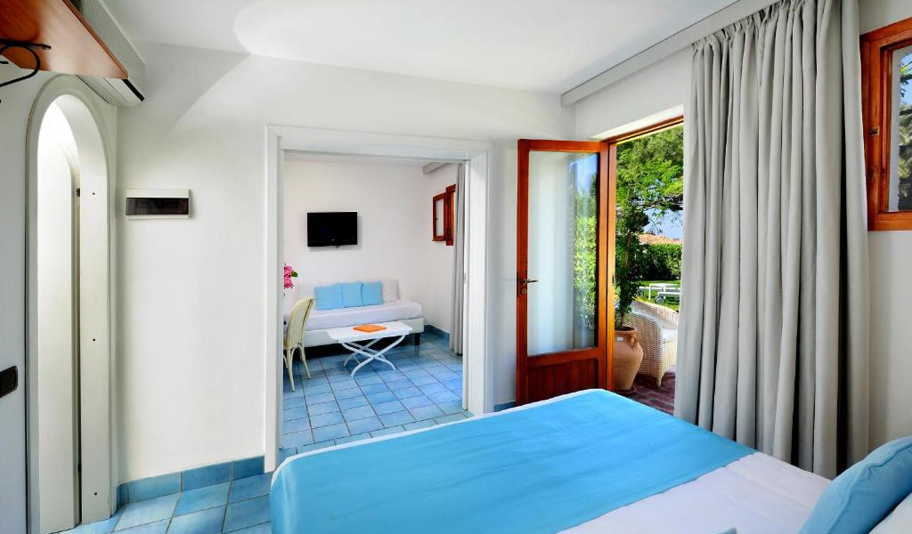 Triple-Room-with-Garden-View-min