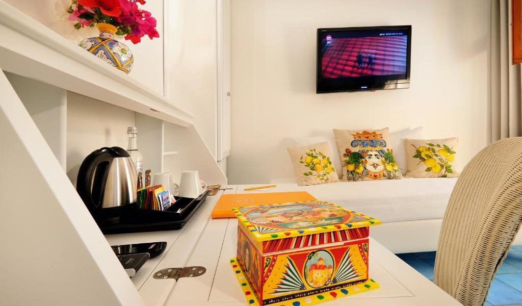 Triple-Room-with-Garden-View3-min