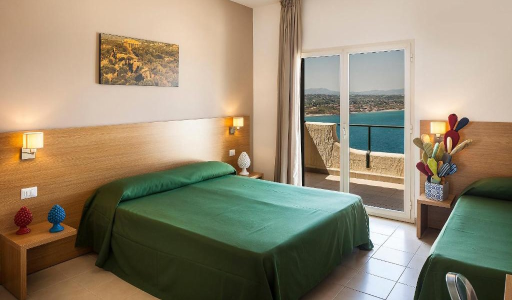 Triple-Room-with-Sea-View-2-min