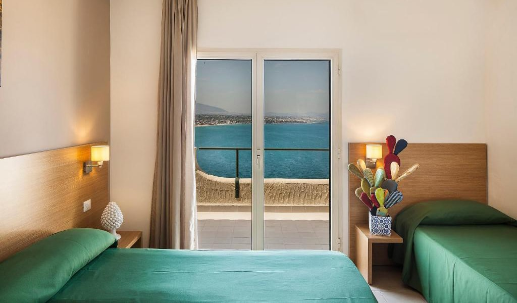Triple-Room-with-Sea-View-min