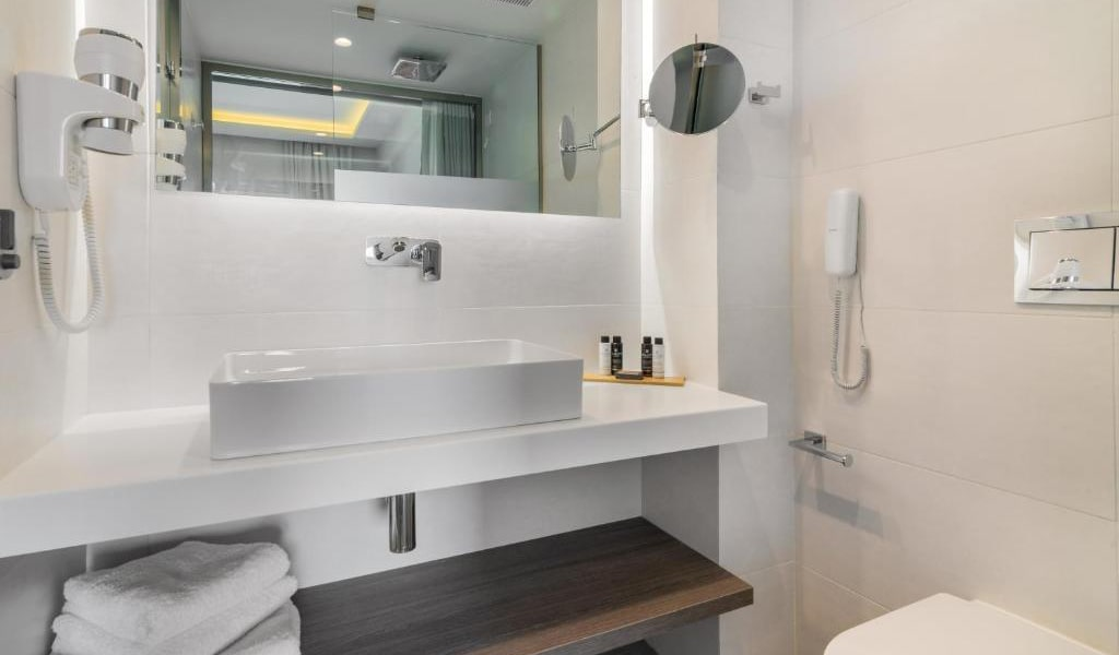 Double-Room-with-Pool-View-6-min