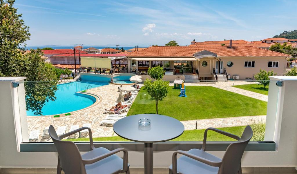 Double-Room-with-Pool-View-7-min