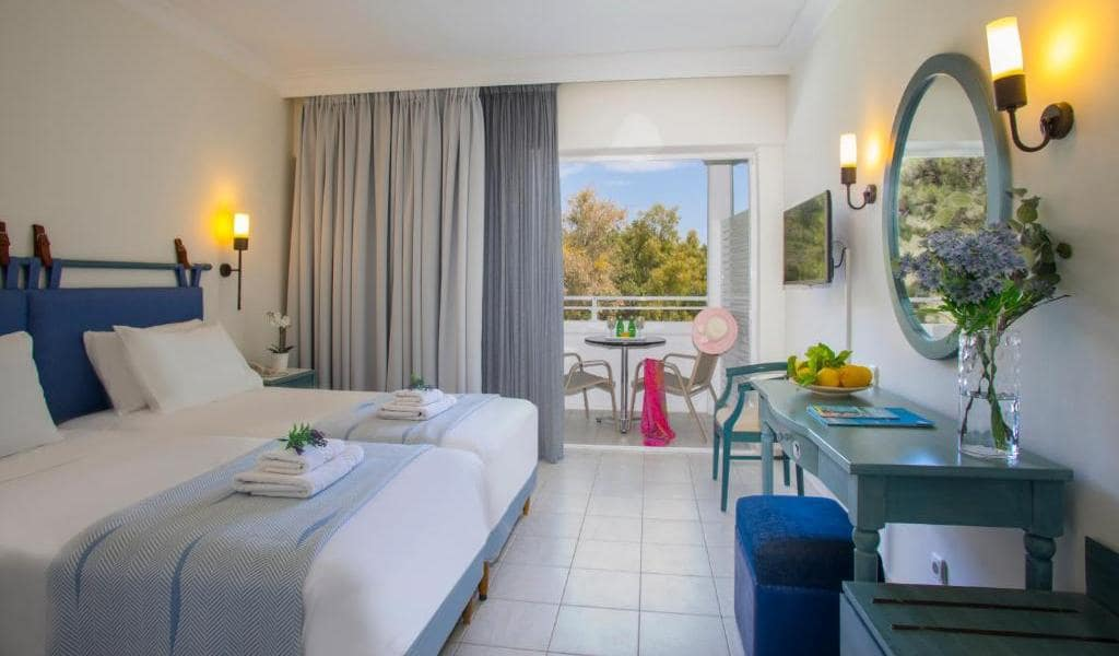 Double or Twin Room with Garden View-min