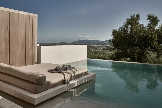 Executive-Private-Pool-Suites-(Sunset-View)-min