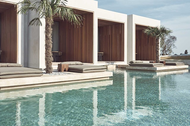 Superior-Water-Suite-Swim-Up-(Pool-View)-min