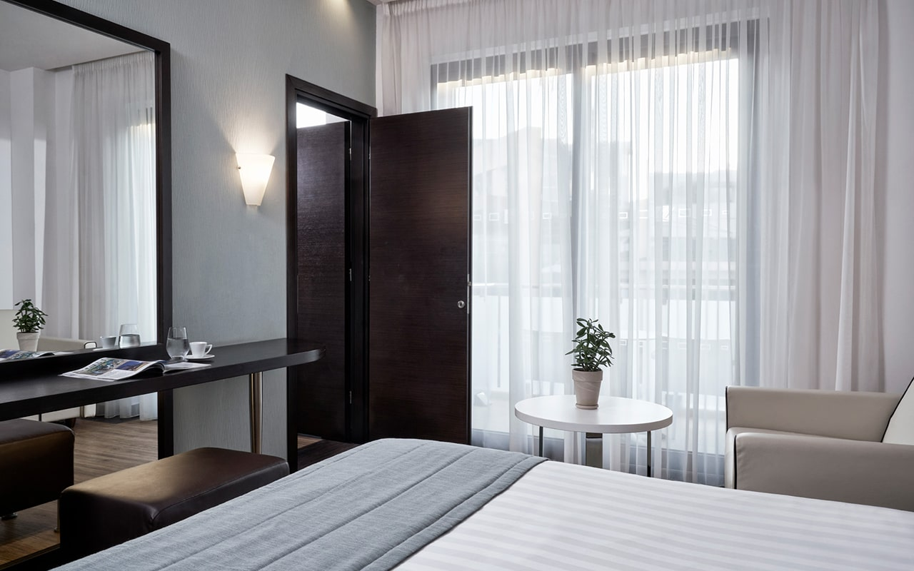 deluxe-family-room2-min