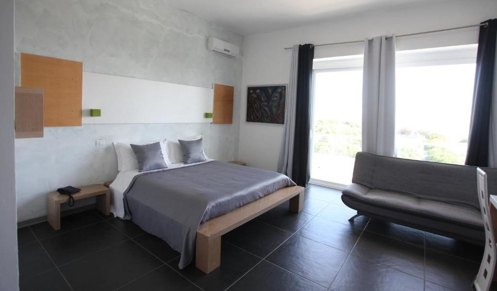 Deluxe Double Room with Balcony and Sea View 2-min