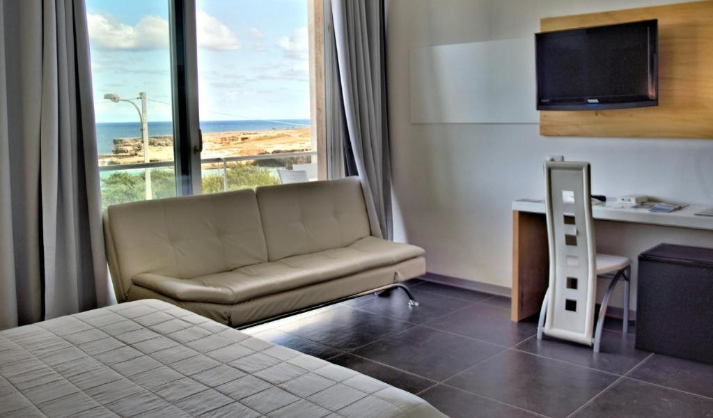 Deluxe Double Room with Balcony and Sea View 3-min