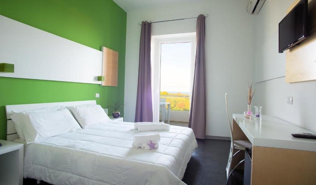 Double Room with Balcony and Sea View 2-min