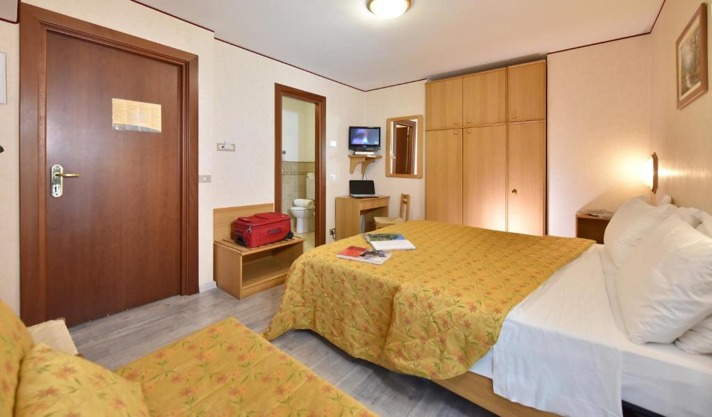 Double or Twin Room with Balcony 2