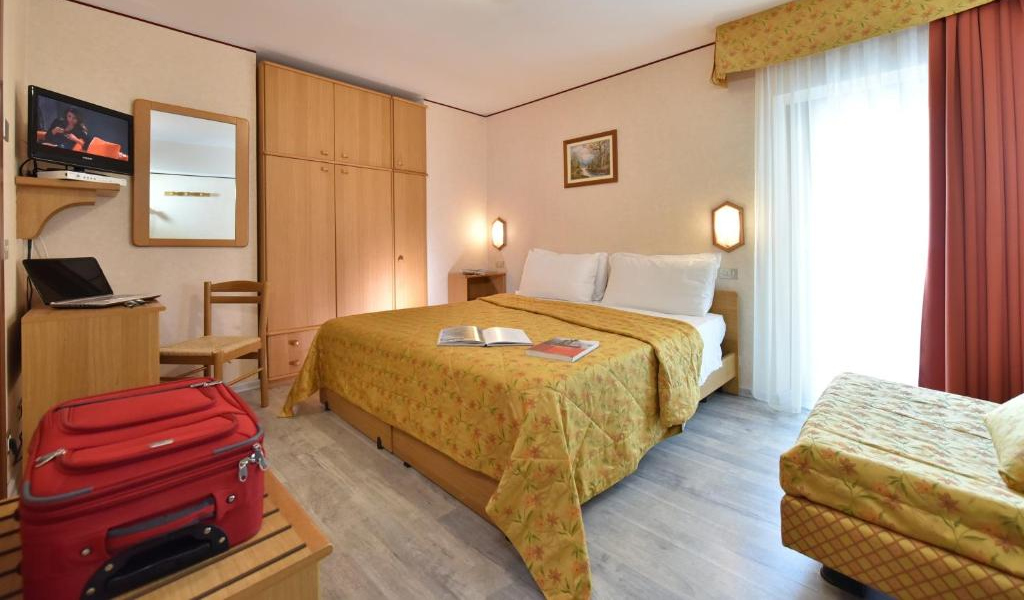 Double or Twin Room with Balcony 3
