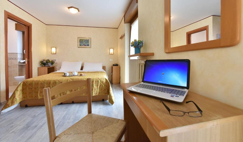 Double or Twin Room with Balcony 4
