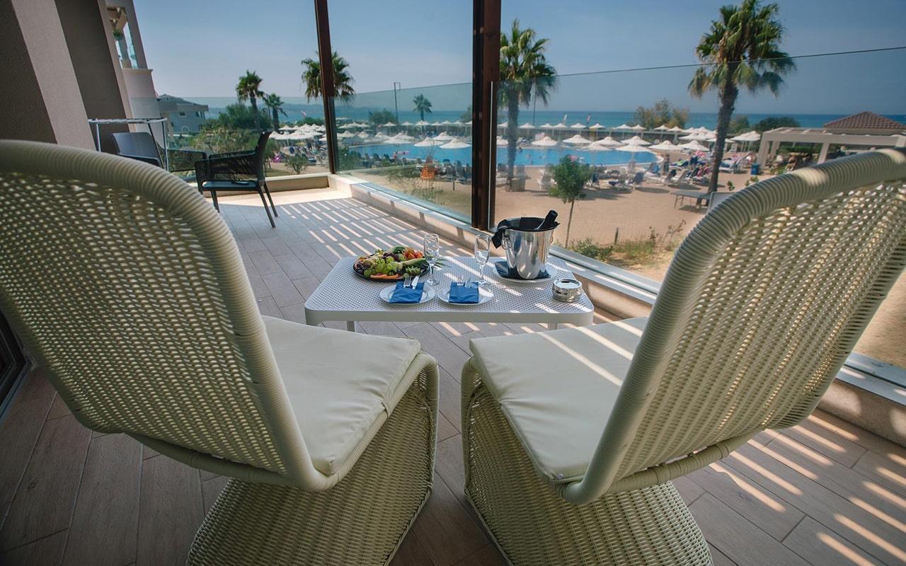 One-Bedroom-Suite,-Sea-View-min