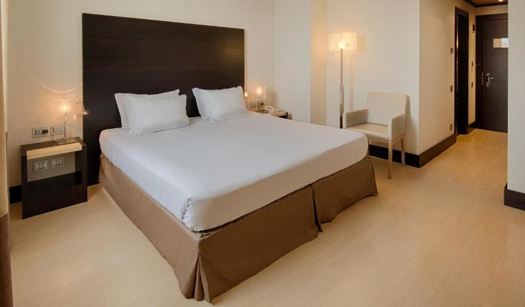 Standard Double or Twin Room with Balcony 2-min
