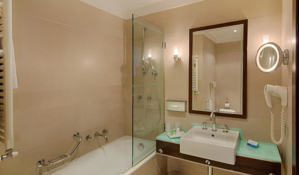 Superior Double or Twin Room with Balcony with Extra Bed-min
