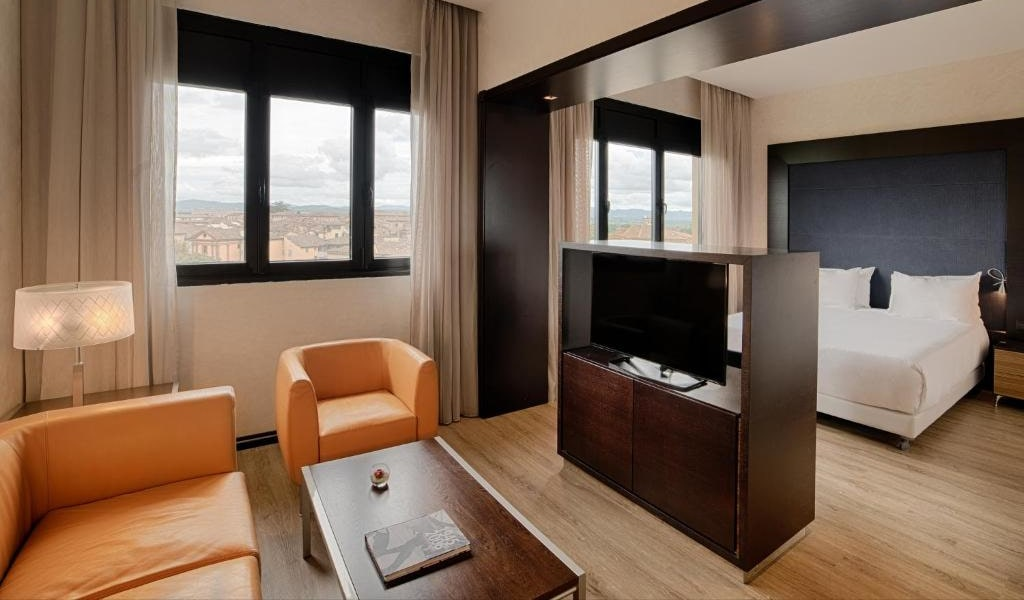 Superior Double or Twin Room with Balcony with Extra Bed4-min