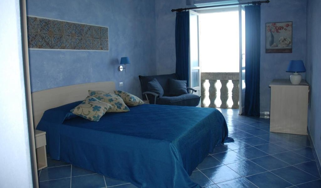 Triple Room with Sea View 4-min