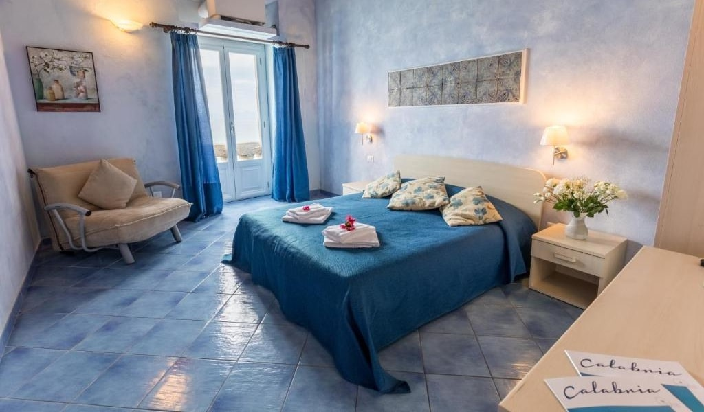 Triple Room with Sea View 5-min