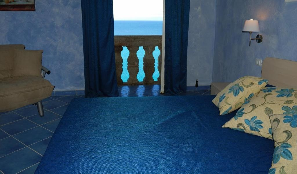 Triple Room with Sea View -min