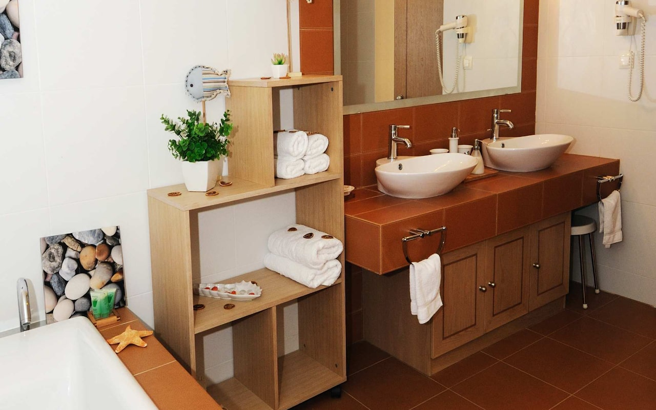suite_bathroom-min