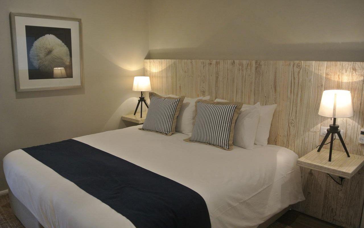 7Le Nautique Luxury Beachfront Apartment (4)