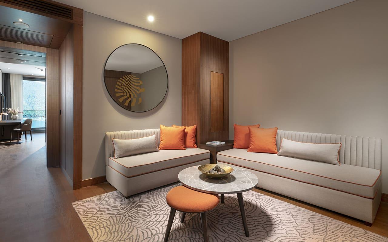 Lujo-Family Corner Suite - Living Room - 02