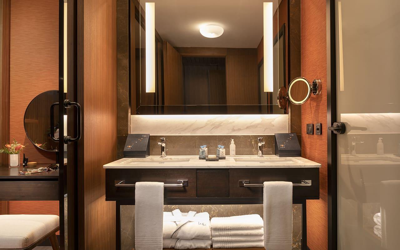 Lujo-Room Bathroom - 01 - Turuncu Deluxe
