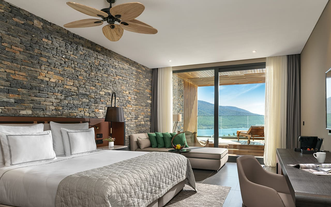 Lujo-Terrace Room - Master