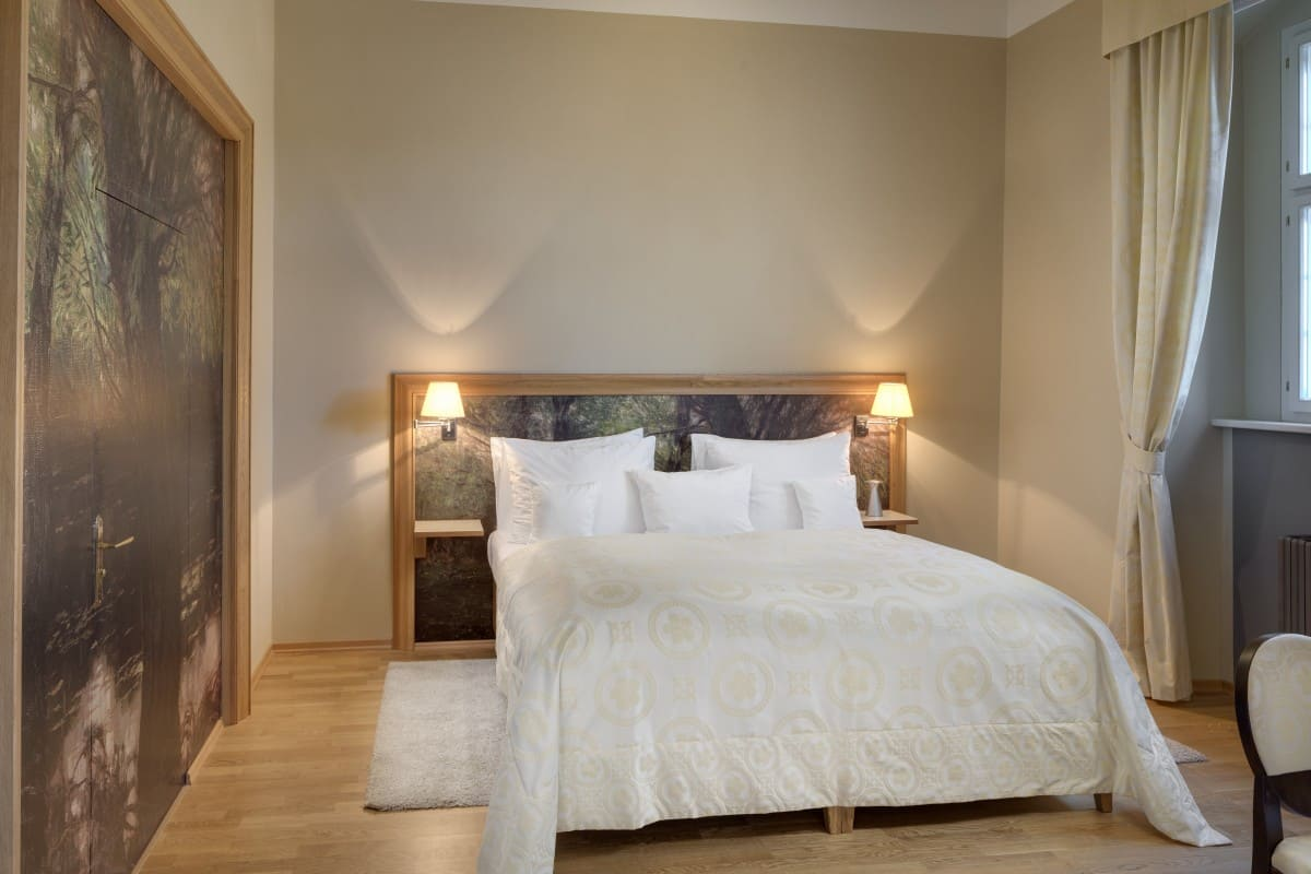 grande luxury suite by the forest lake (2)