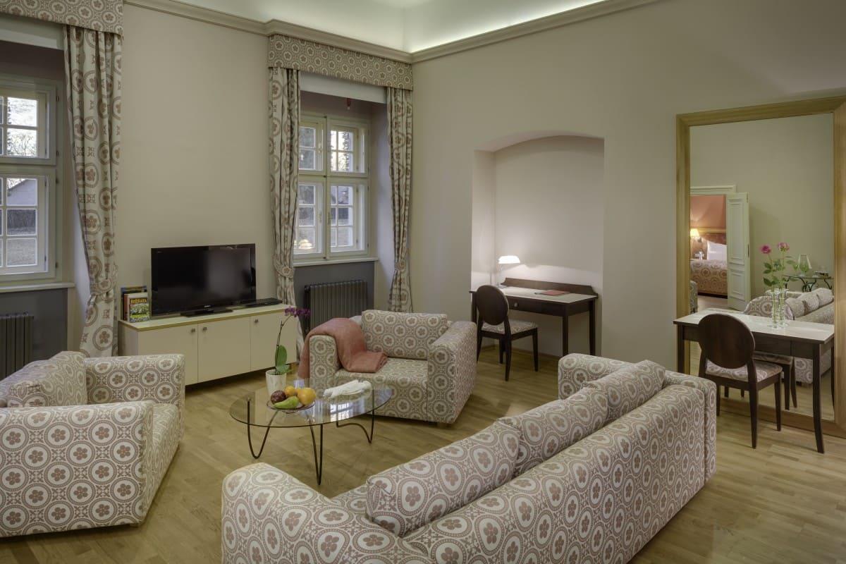 grande luxury suite oak grove (2)