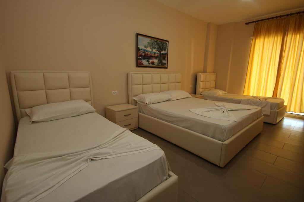 Klebrido-Classic Quadruple Room (14)