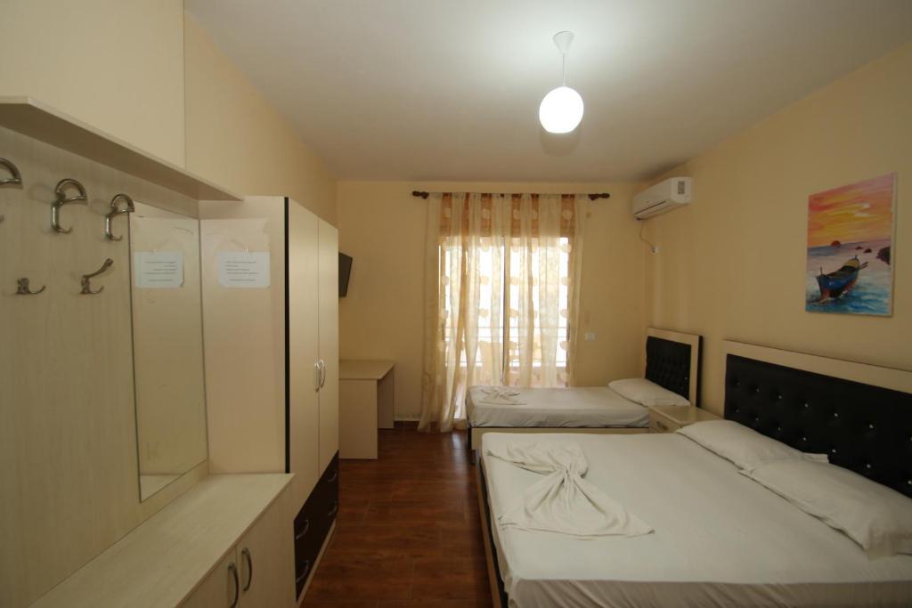 Klebrido-Classic Quadruple Room (2)