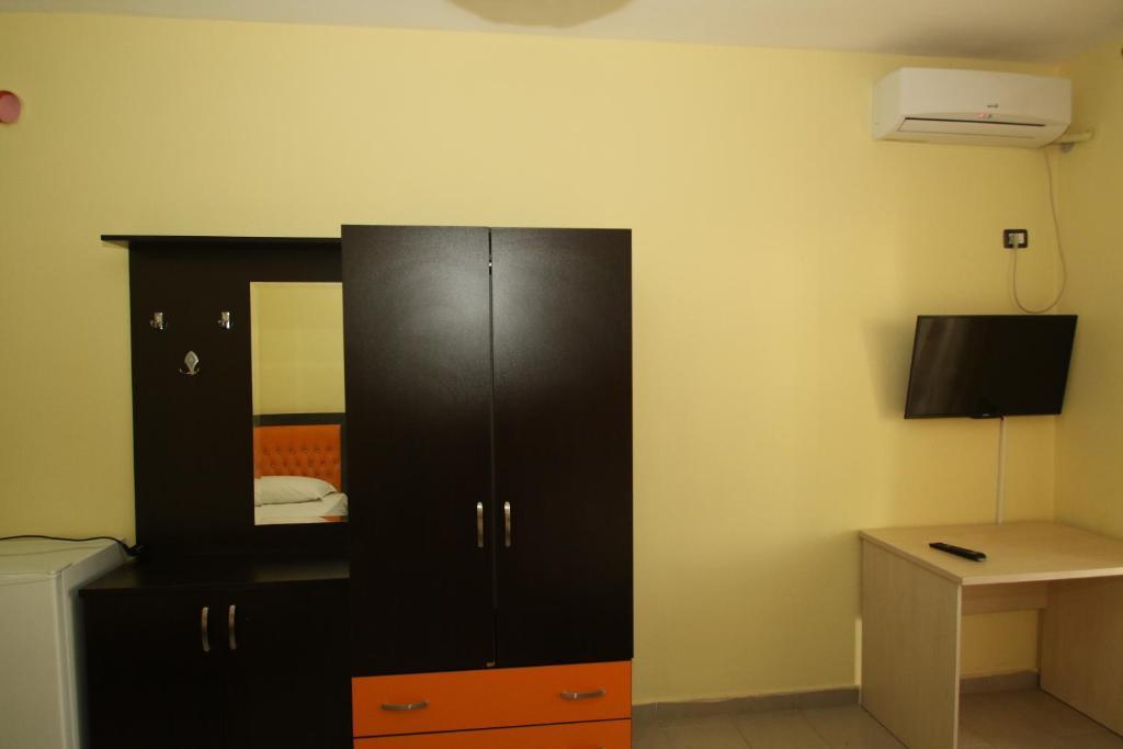 Klebrido-Classic Quadruple Room (7)