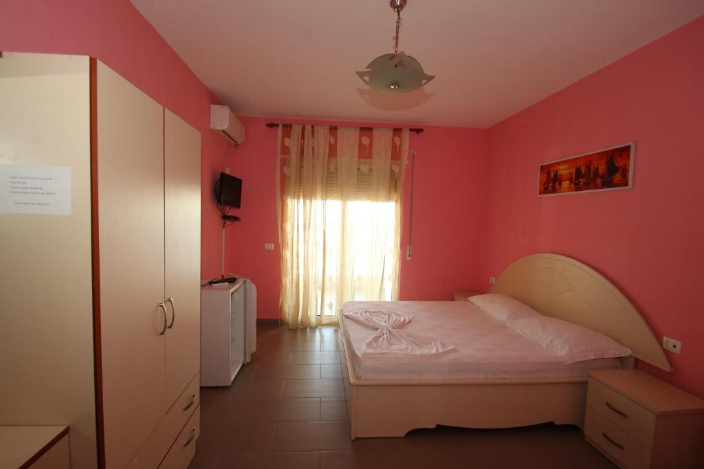 Klebrido-Classic Triple Room (8)