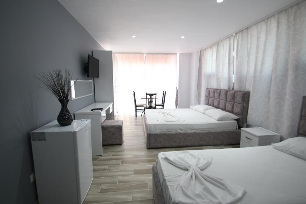Klebrido-Comfort Triple Room (10)