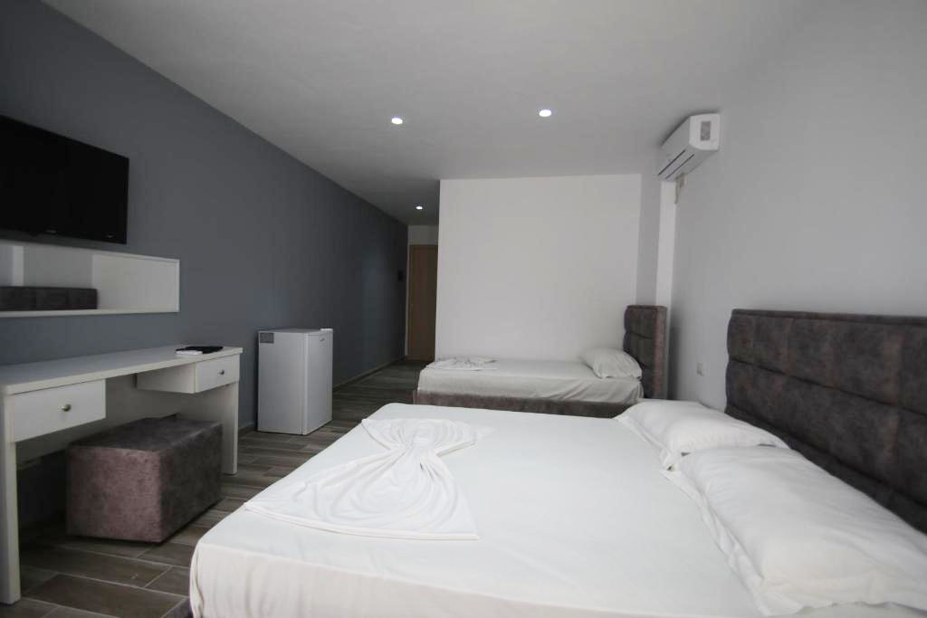 Klebrido-Comfort Triple Room (14)